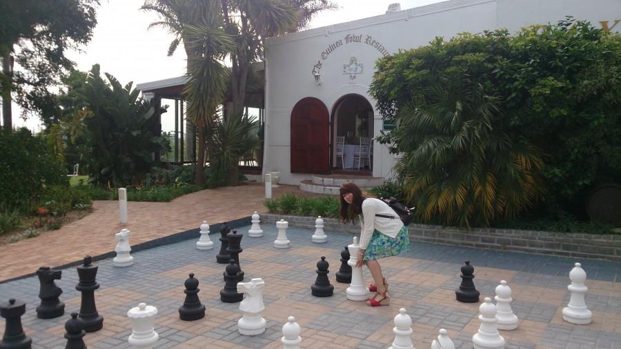 ワイナリーの横にあるチェス駒のオブジェ