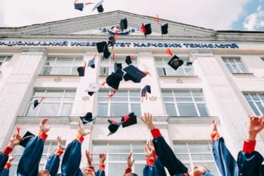 海外の大学に進学したい!大学留学の種類やオススメの国は?